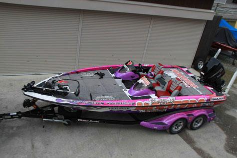 hootersboat