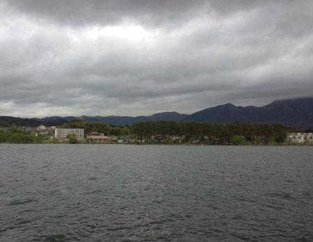 朝の琵琶湖
