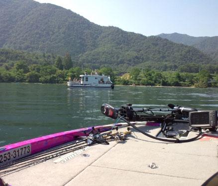 バスボートとパーティ船